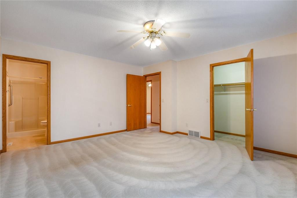 3329 E Meadows Place Property Photo 17