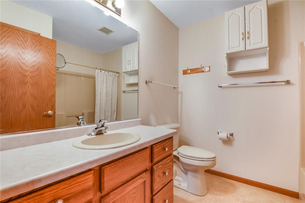 3329 E Meadows Place Property Photo 19