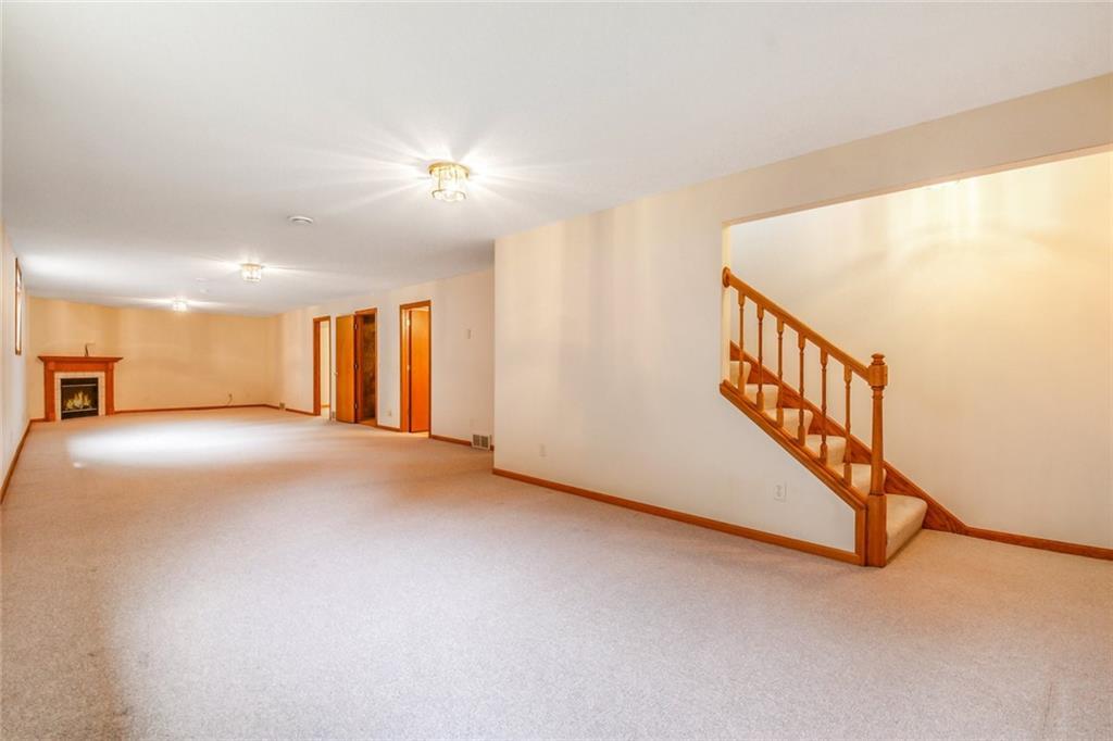 3329 E Meadows Place Property Photo 20