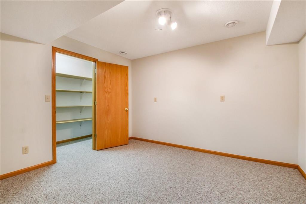 3329 E Meadows Place Property Photo 21