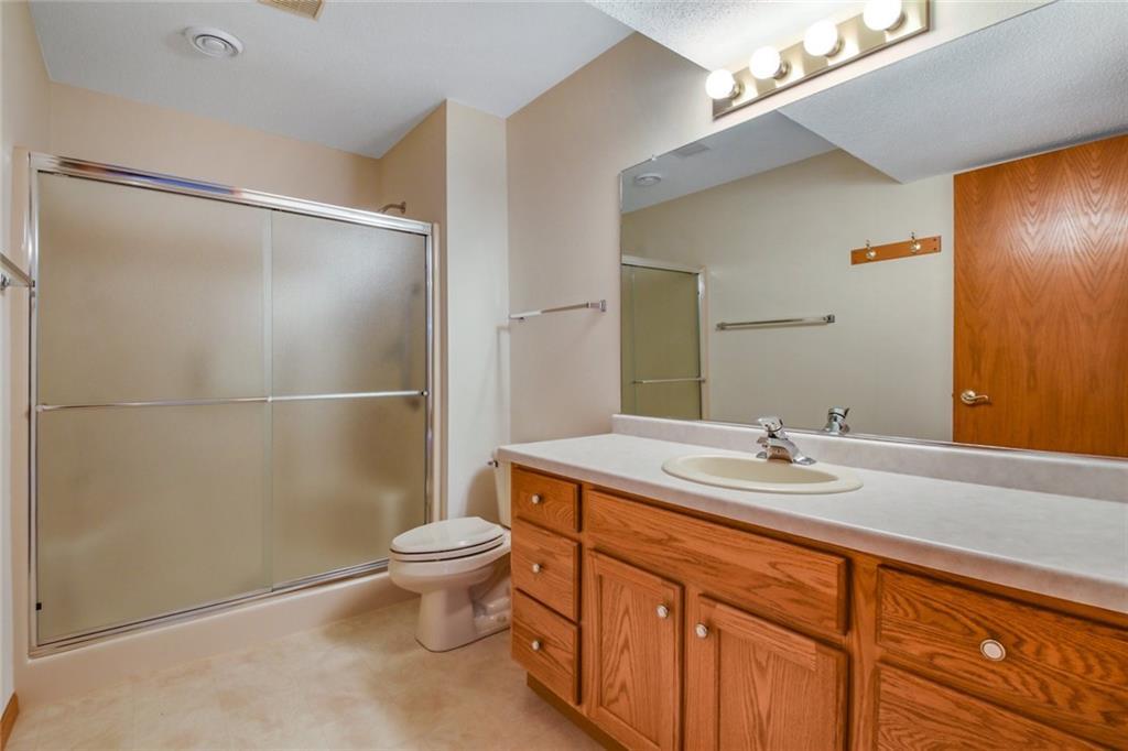 3329 E Meadows Place Property Photo 23