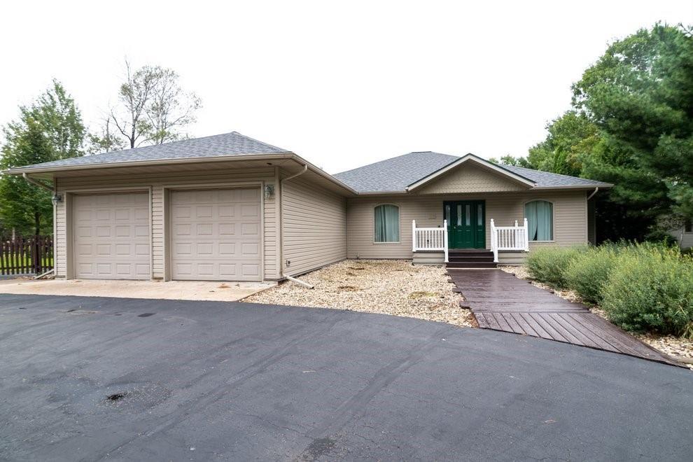 687 Oak Street Property Photo