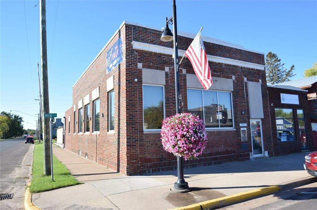 7451 Main Street W Property Photo
