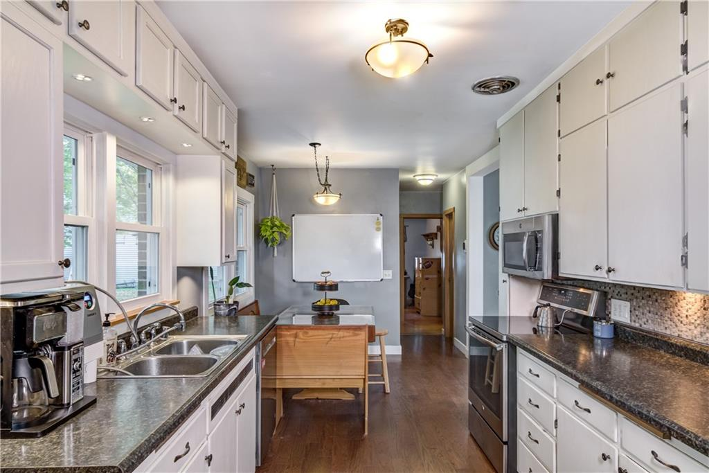1130 Warren Street Property Photo 8