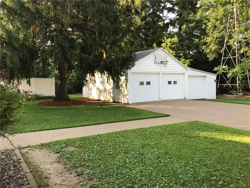 2060 13 12 1/2 Avenue Property Photo 16