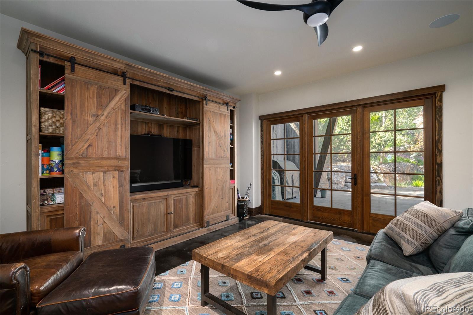 15 E Spruce Street Property Photo 14