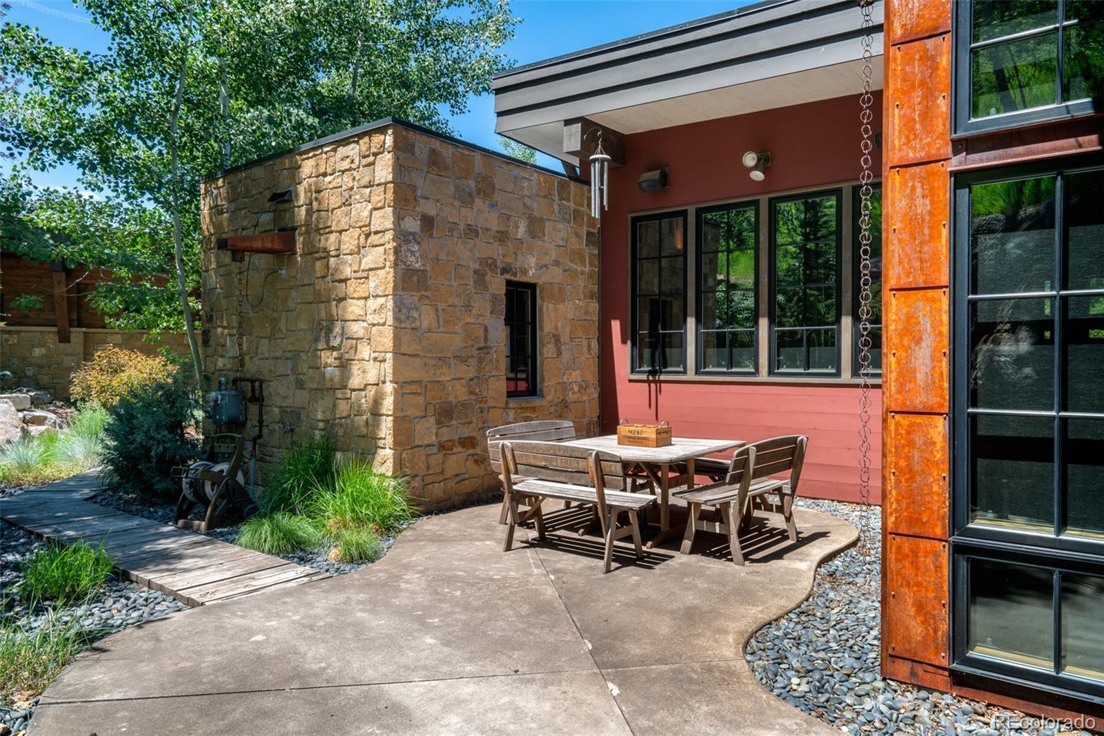 15 E Spruce Street Property Photo 22
