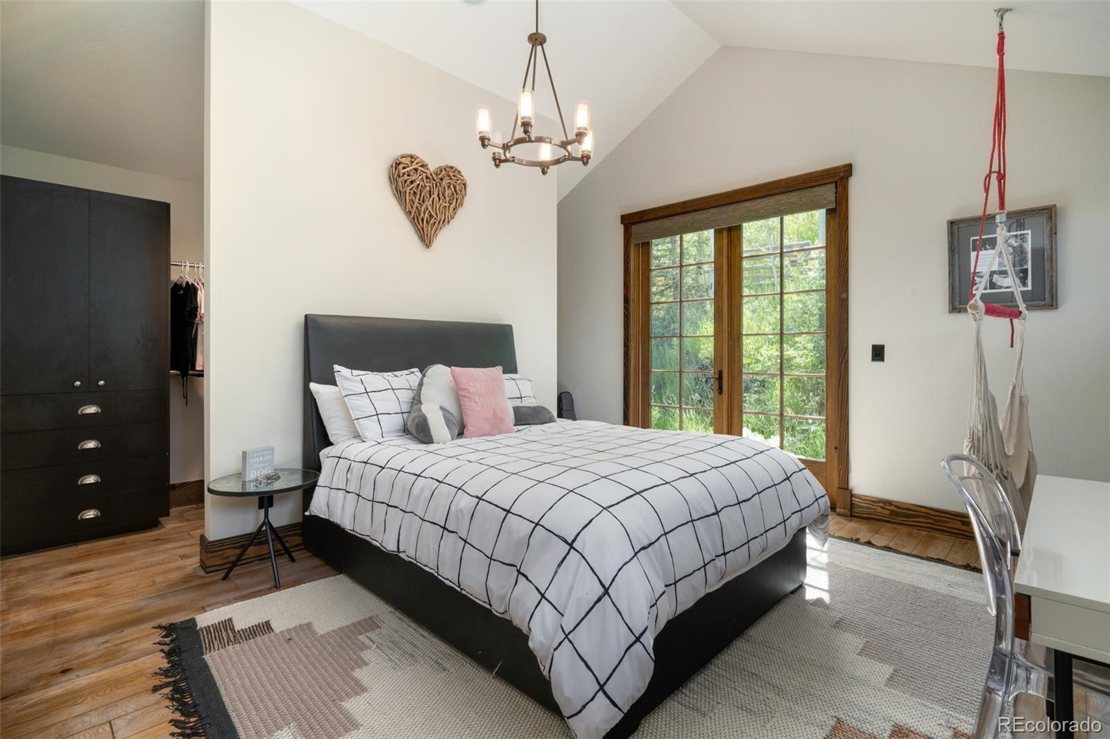 15 E Spruce Street Property Photo 30