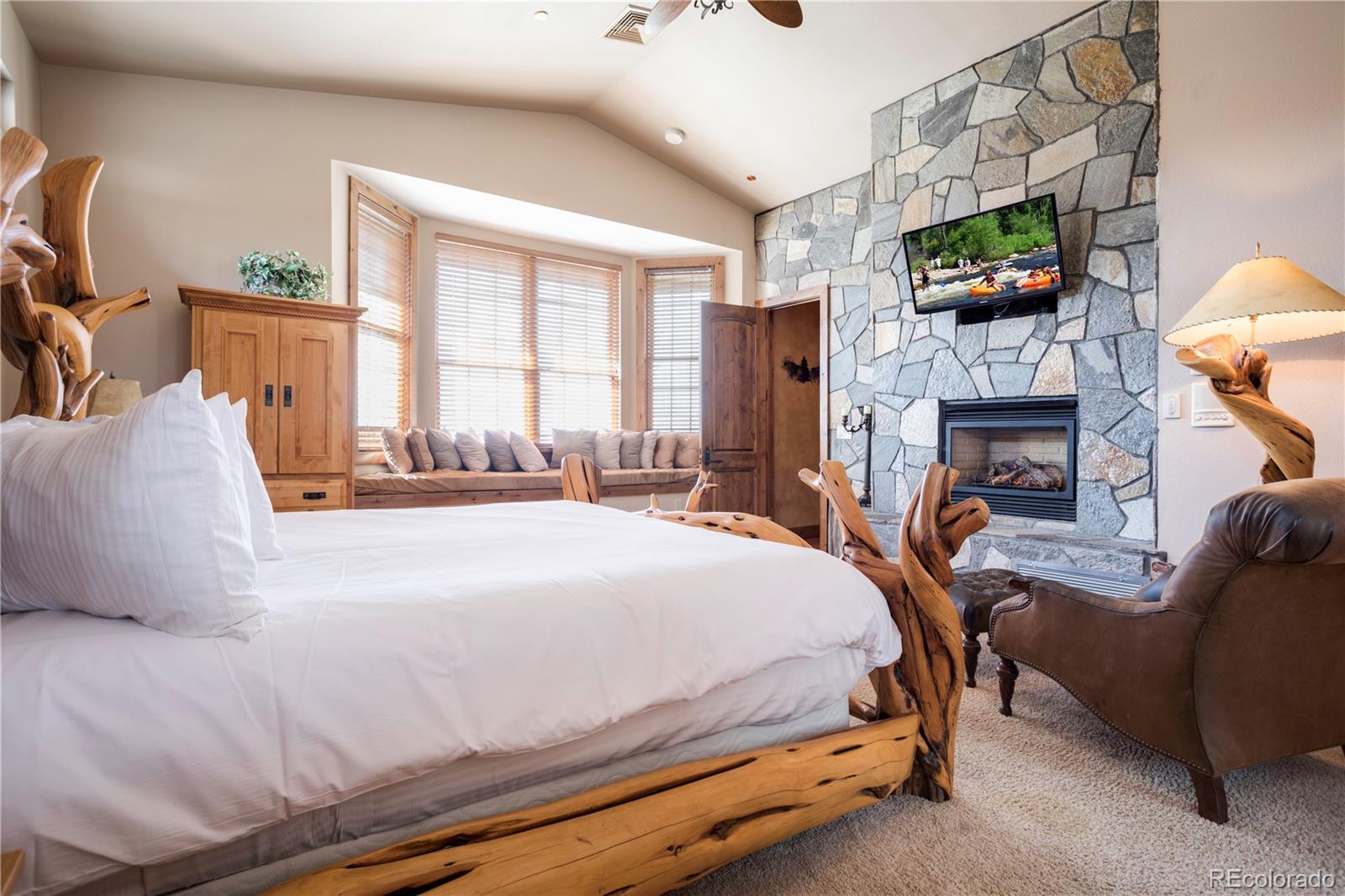 2510 Ski Trail Lane B Property Photo 11