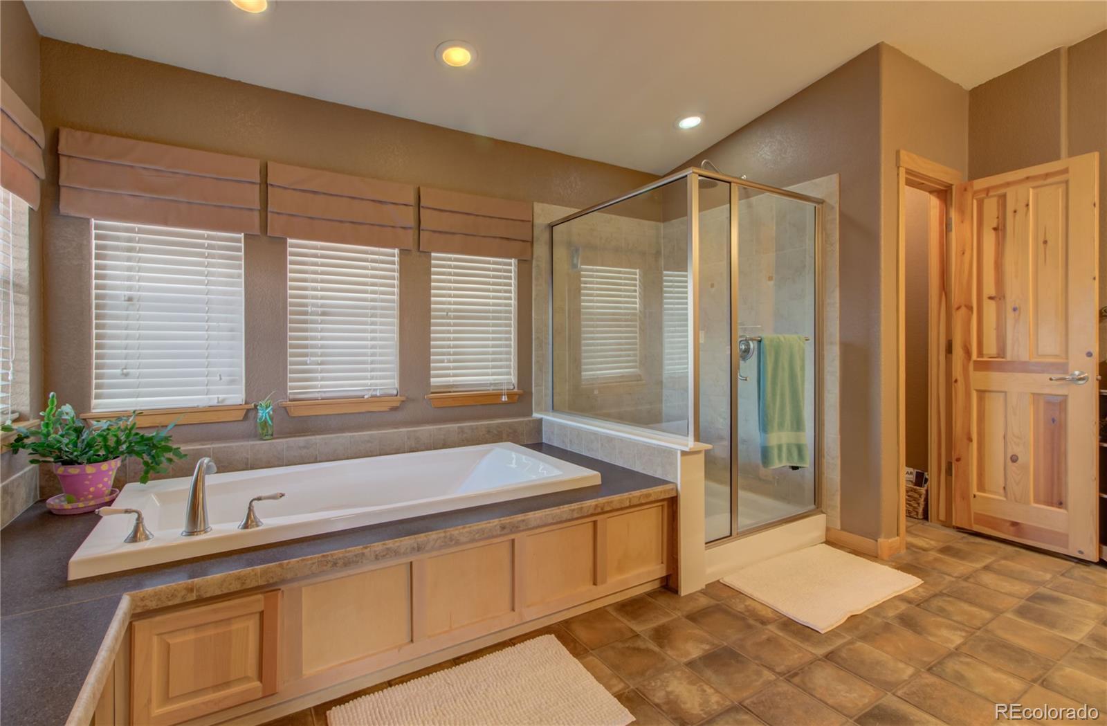 310 Breeze Basin Boulevard Property Photo 17