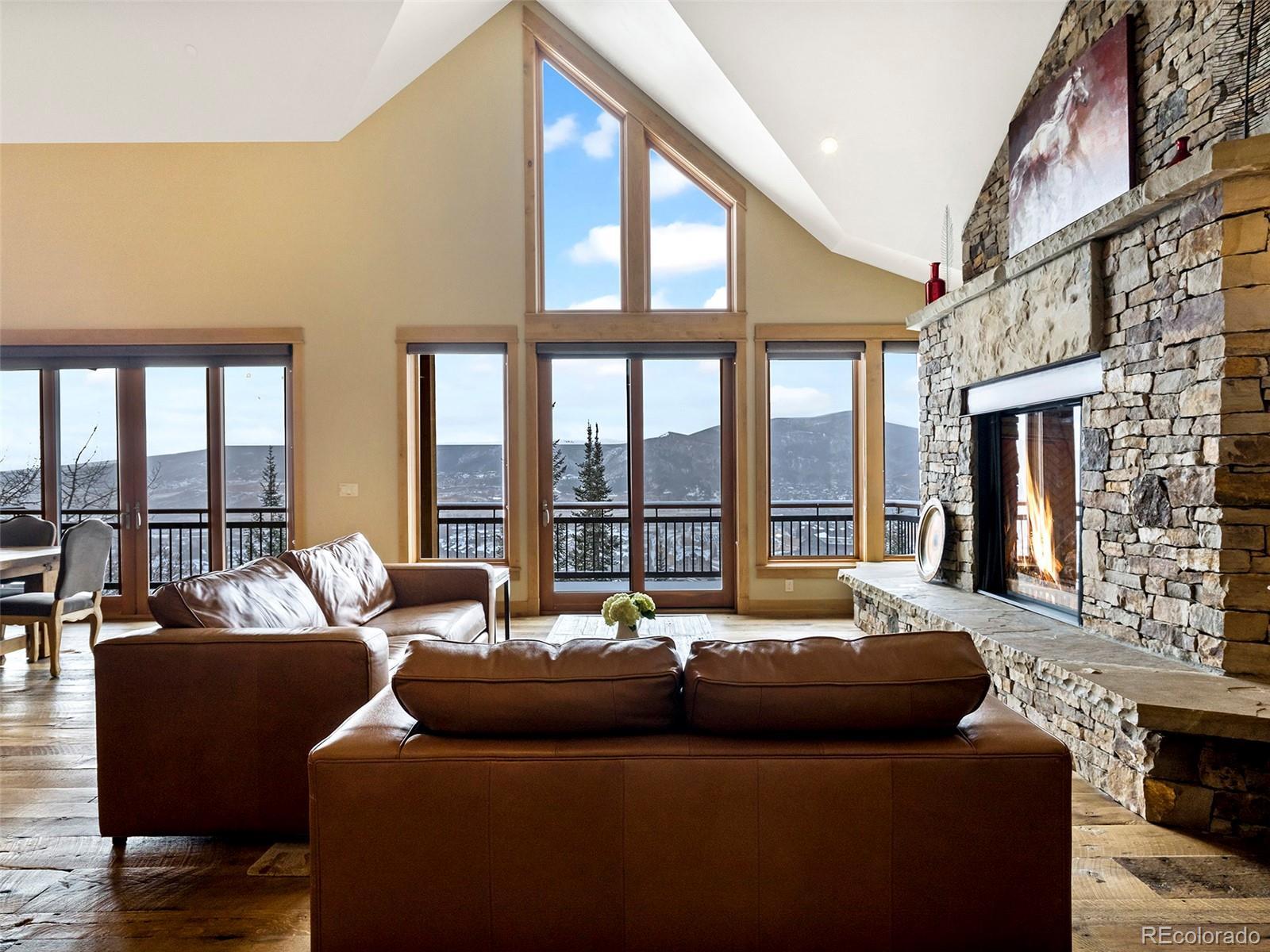 2607 Ski Trail Lane Property Photo 2