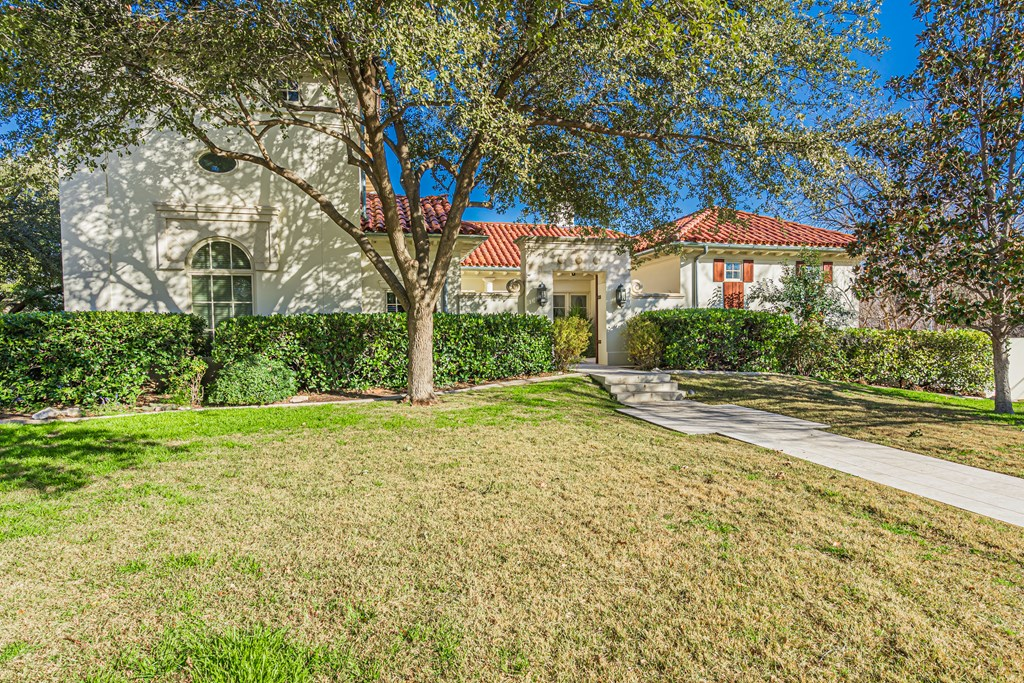 810 Montecito Dr Property Photo 3