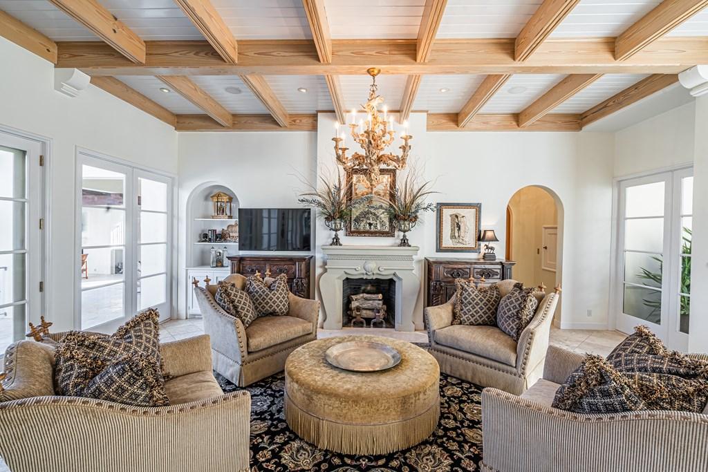 810 Montecito Dr Property Photo 9