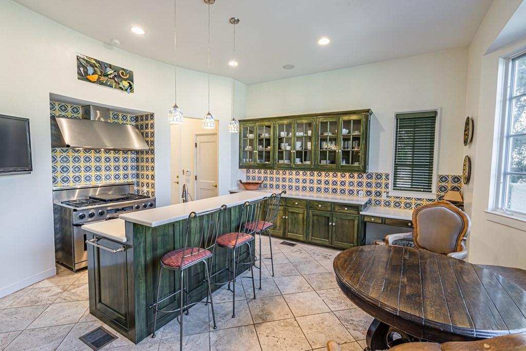 810 Montecito Dr Property Photo 12