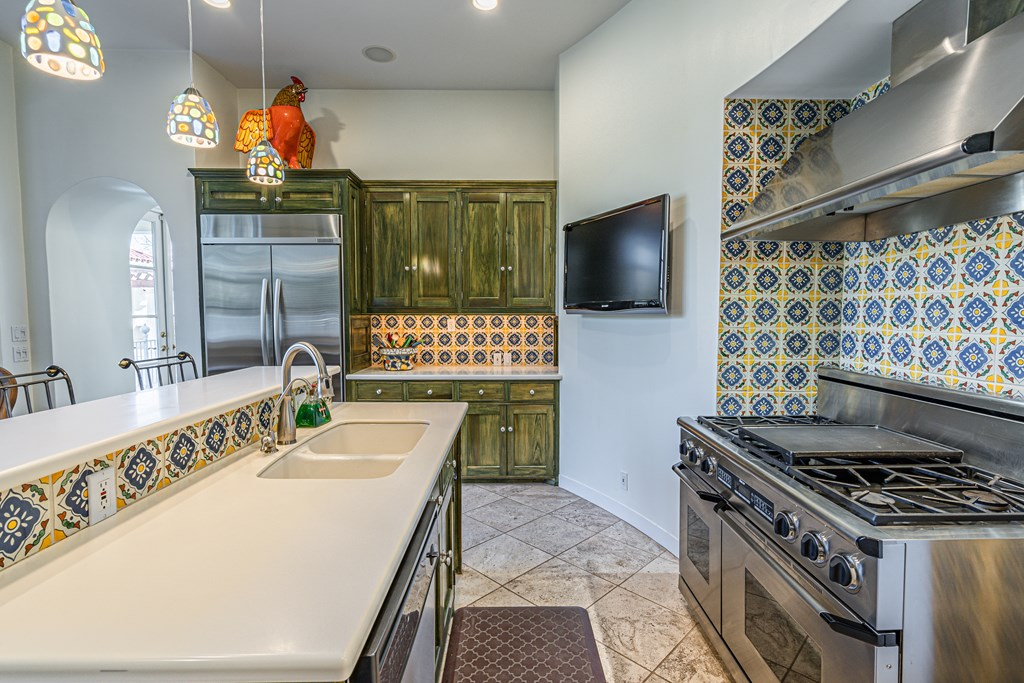 810 Montecito Dr Property Photo 15