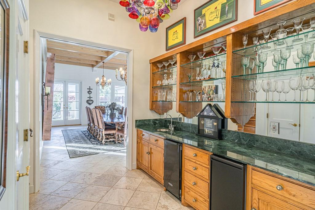 810 Montecito Dr Property Photo 16