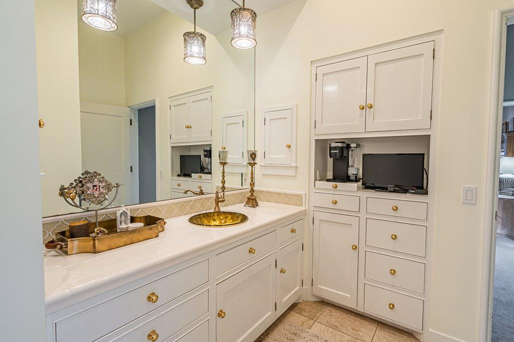 810 Montecito Dr Property Photo 22
