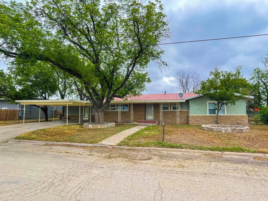 1103 Ave H Property Photo 1