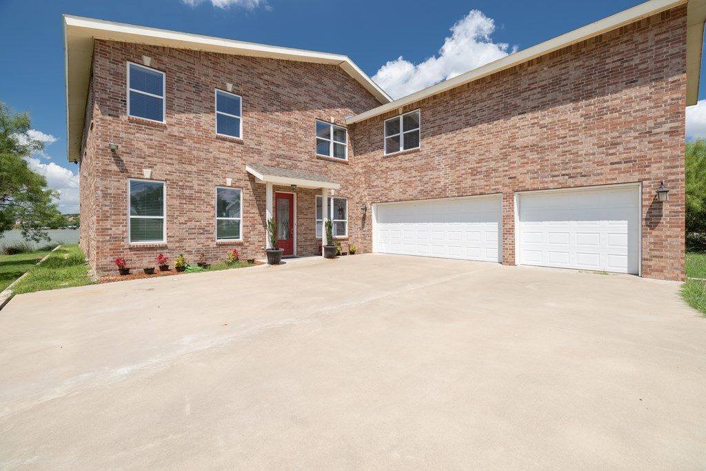 2862 Red Bluff Circle Property Photo 2