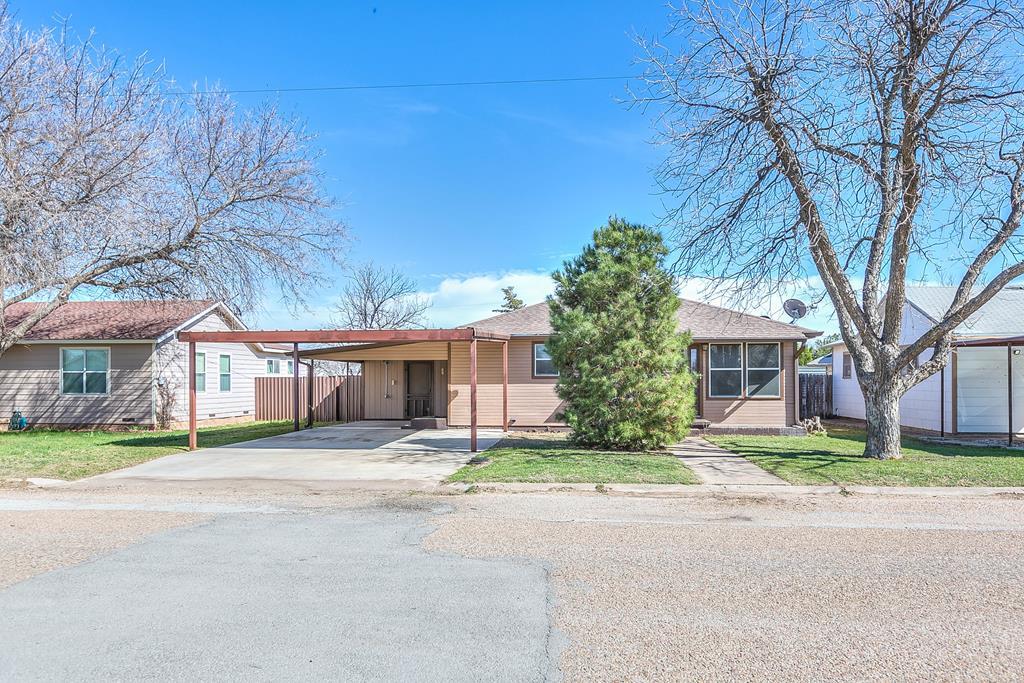 1105 Ave B Property Photo 1