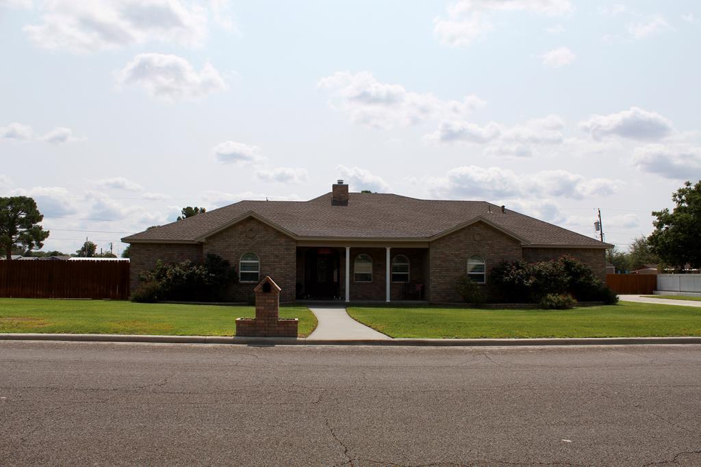 1106 E 9th St Property Photo 1