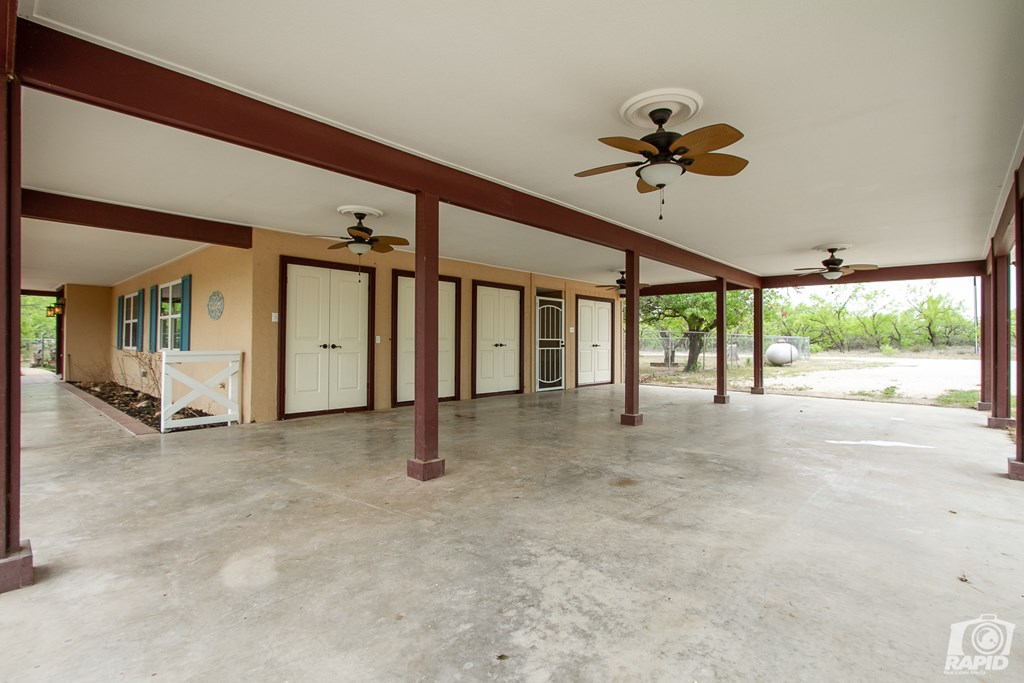 2762 Country Club Rd Property Photo 11