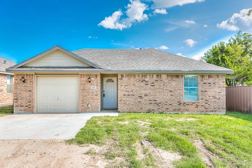 207 7th St Property Photo 1