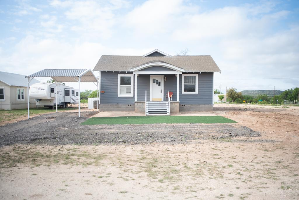 817 3rd Ave Property Photo 1