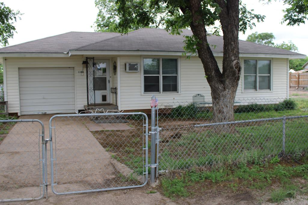 1104 N Broadway St Property Photo 1