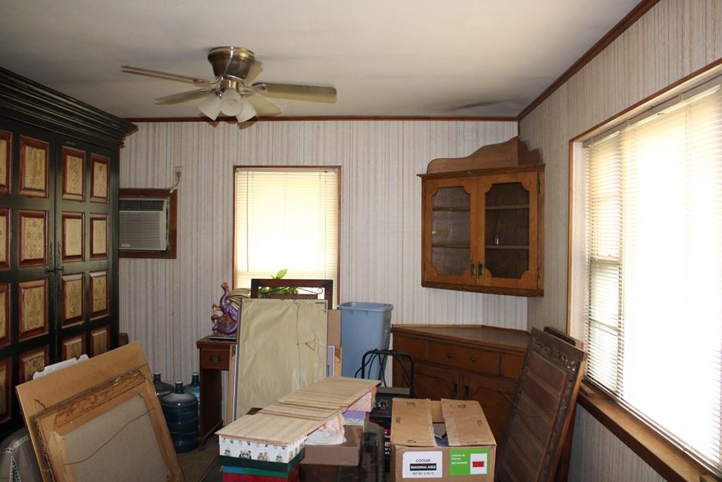 1104 N Broadway St Property Photo 10