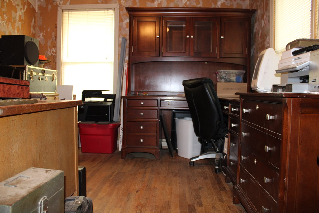 1104 N Broadway St Property Photo 16