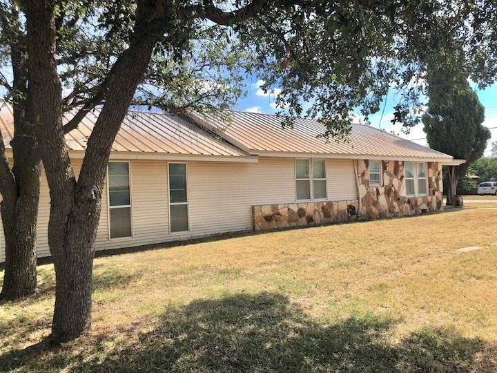 302 W 16th St Property Photo 1