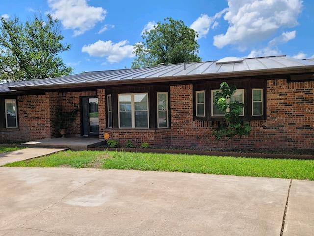 1202 Oak Drive Property Photo 1