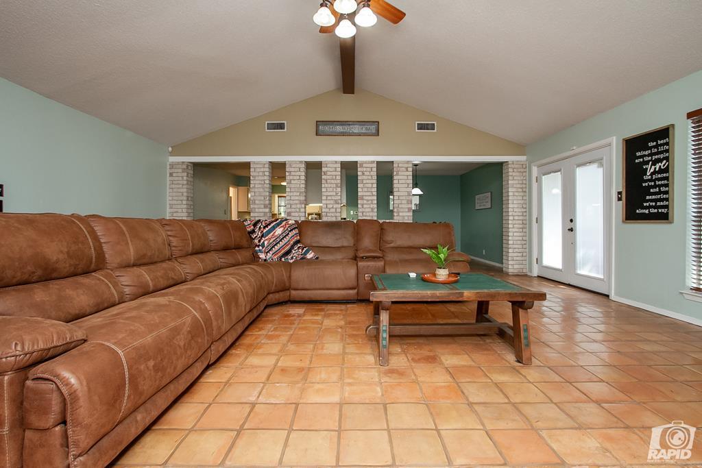 3226 Southland Blvd Property Photo 7