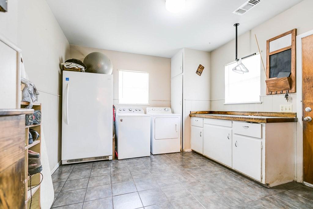 609 N 10th St Property Photo 22