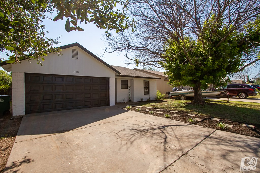 1818 La Mesa Lane Property Photo 3