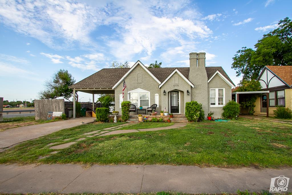 609 N Jefferson St Property Photo 1