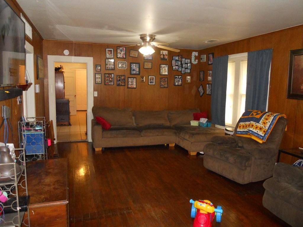 1105 N 9th St Property Photo 1