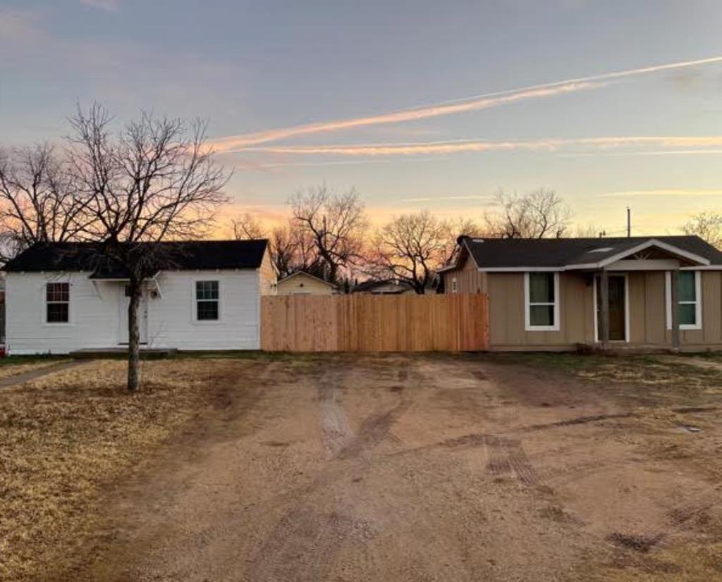 715+717 E 18th St Property Photo 1