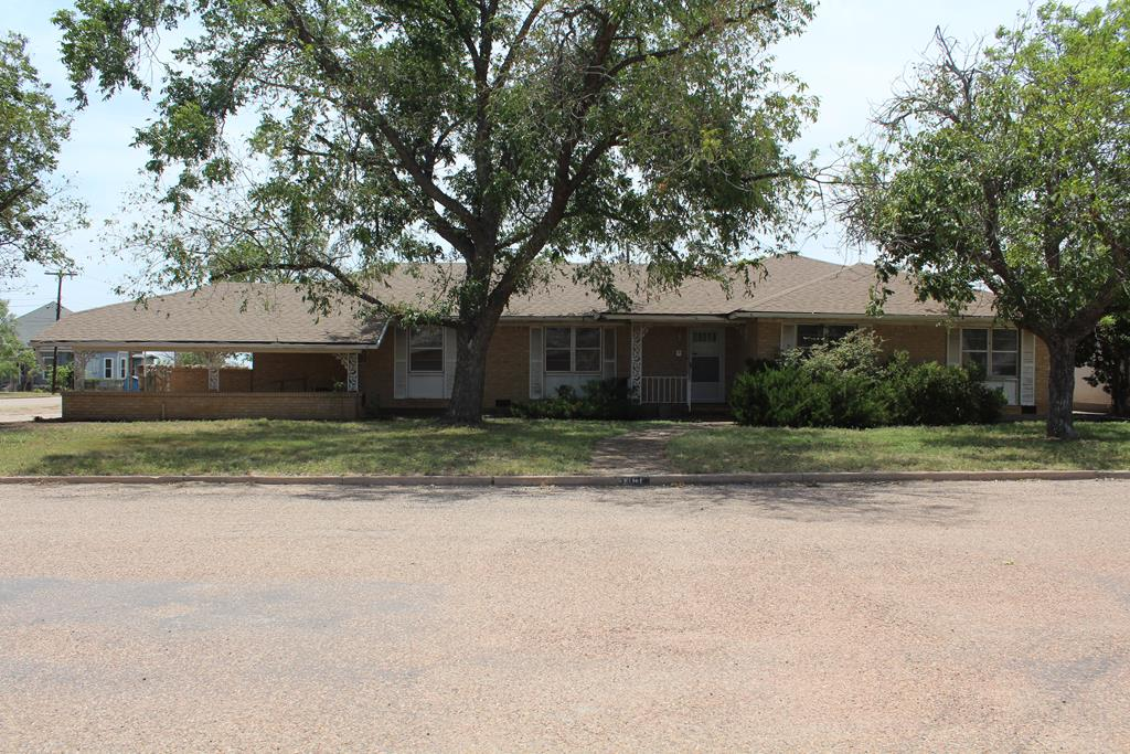 301 3rd St Property Photo 1