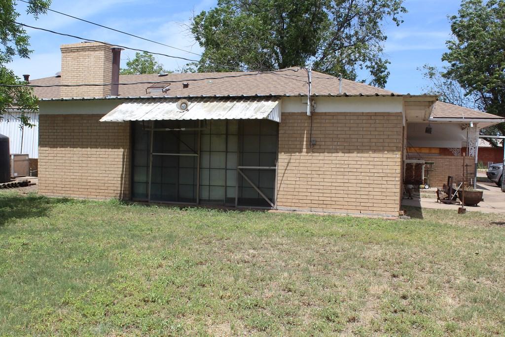 301 3rd St Property Photo 4