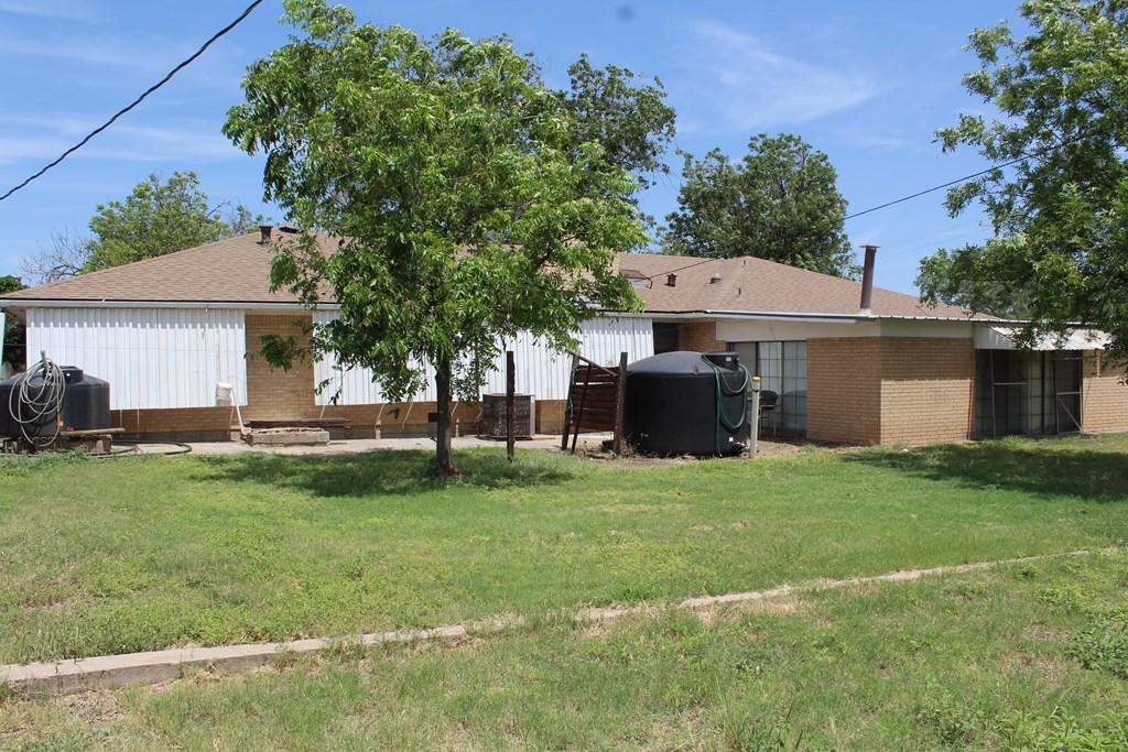301 3rd St Property Photo 6