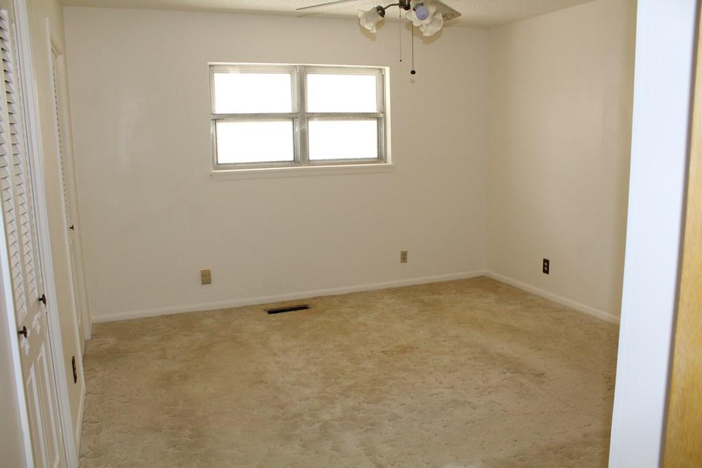 301 3rd St Property Photo 12