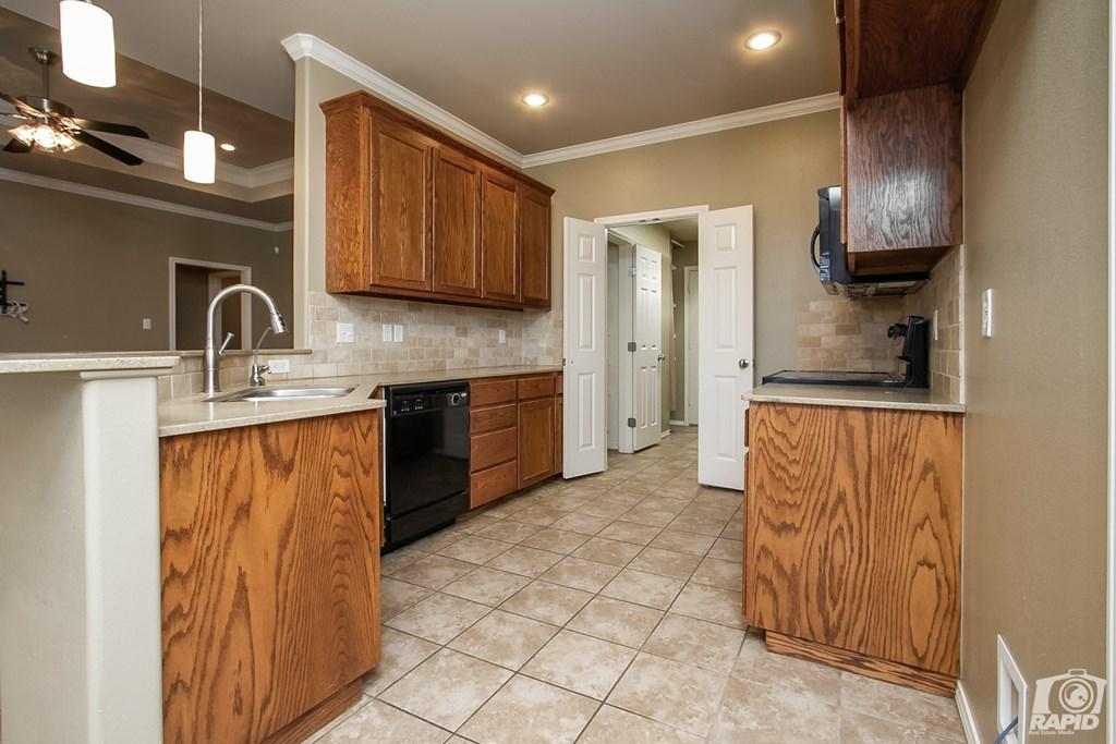 4610 Oak Grove Blvd Property Photo 8
