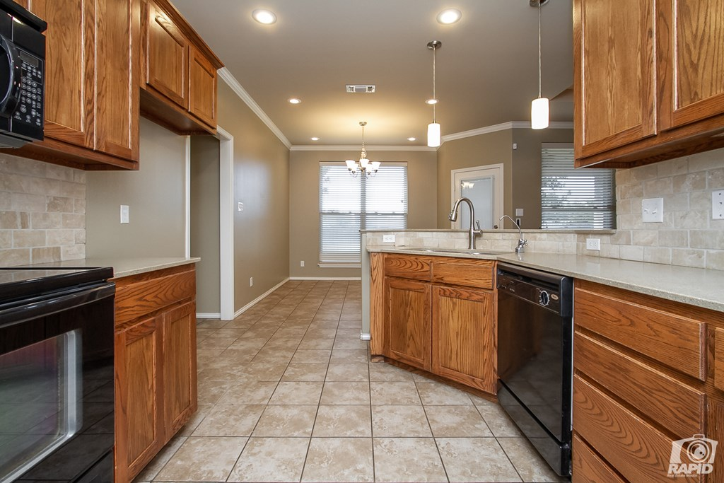4610 Oak Grove Blvd Property Photo 9