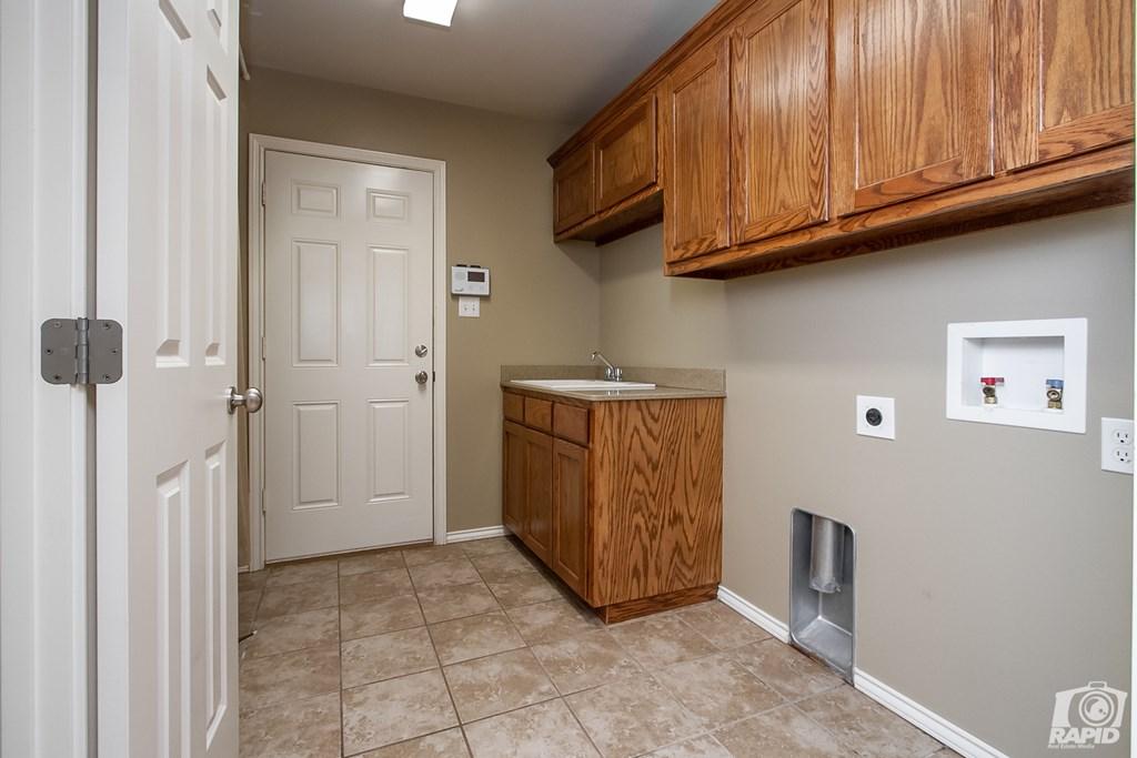 4610 Oak Grove Blvd Property Photo 10