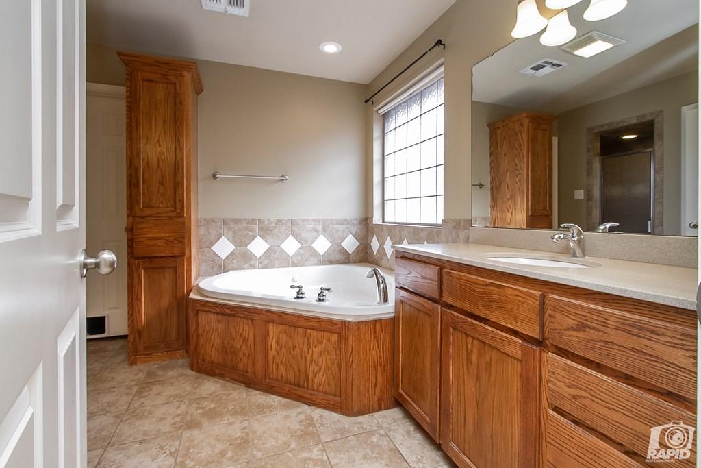 4610 Oak Grove Blvd Property Photo 13