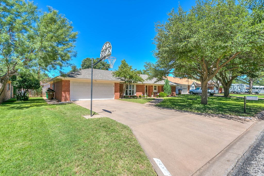 2930 Tanglewood Dr Property Photo 4