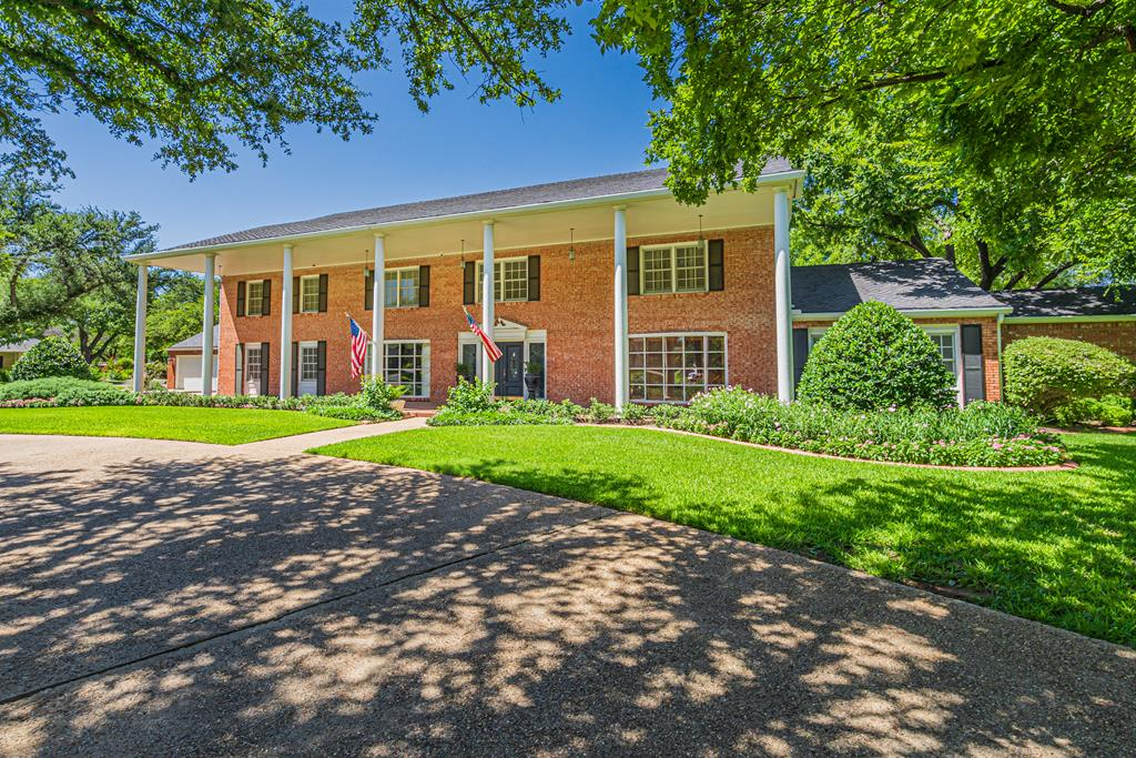 2540 Live Oak St Property Photo 1