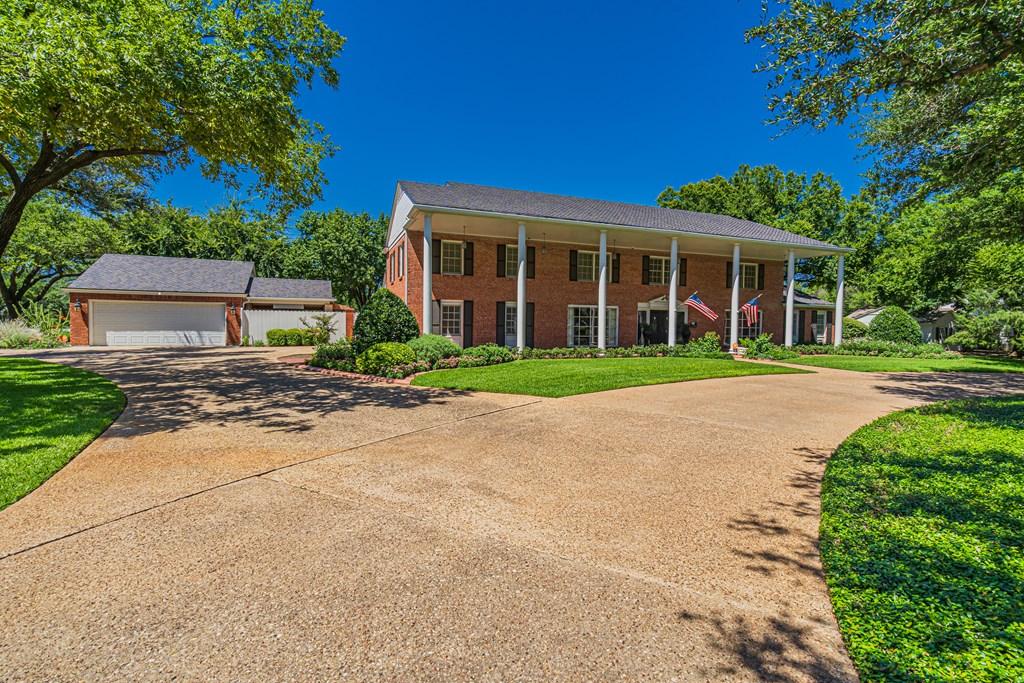 2540 Live Oak St Property Photo 2